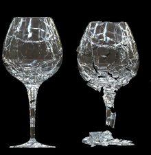 copos de cristal quebrados